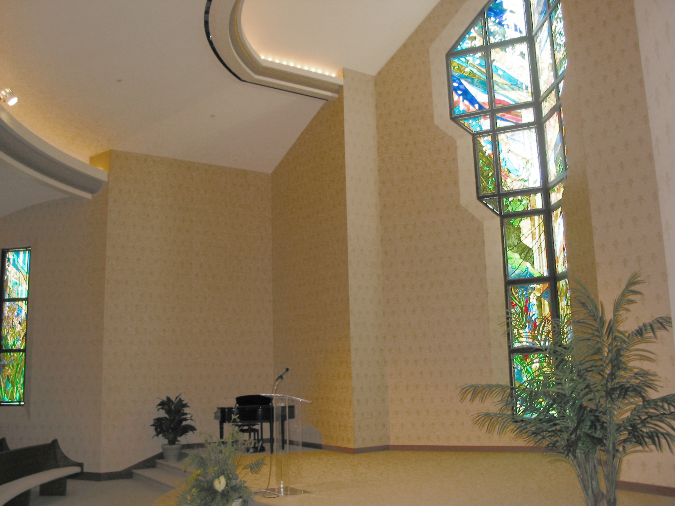 Robertson-Curtis-Commercial-Painting-and-Decorating_PCC-Crowne-Centre-Pensacola-Florida-little-chappel-stained-glass-and-wallpaper-2